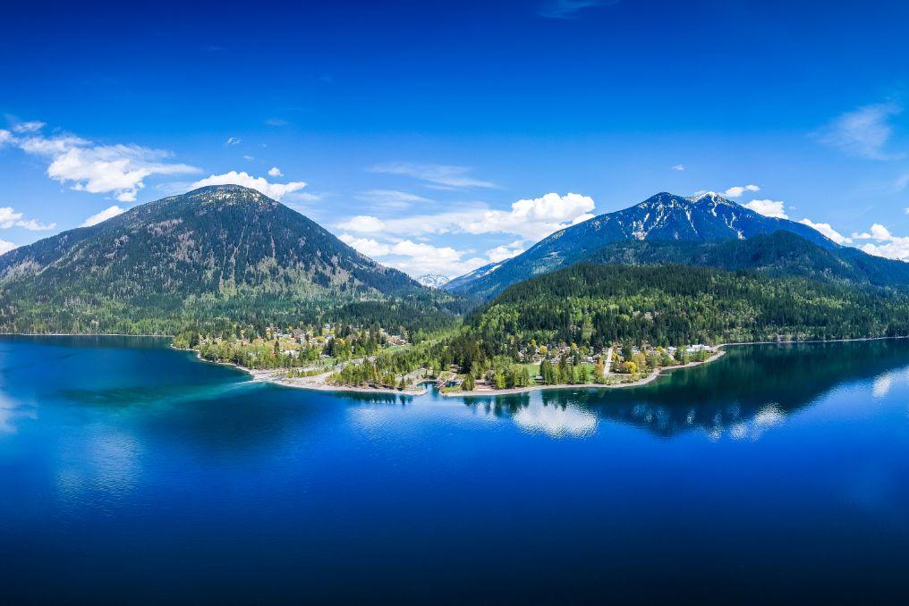 lakeside mountain town